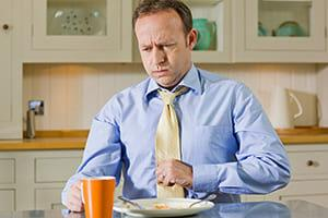 Симптомы и лечение повышенной кислотности желудка